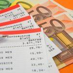 Foto Kontoauszüge und Geldscheine