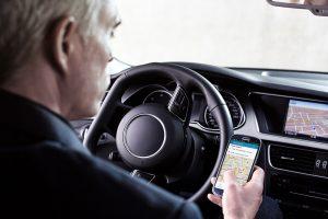 Elektronisches Fahrtenbuch Vimcar, App im Auto