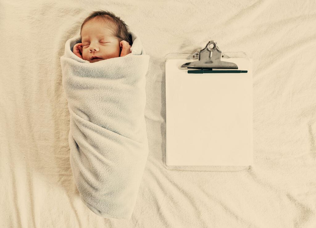 Foto von Baby mit Clipboard