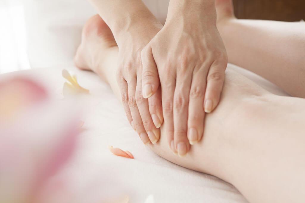 Foto von Massage der Unterschenkel